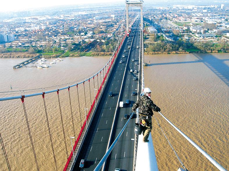 Ligne de vie inclinée COMBILIGNE VERTIC sur le pont d'Aquitaine
